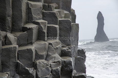 Basalt rock in Reynisdrangar in Iceland,Icelandの写真素材 [FYI02351623]