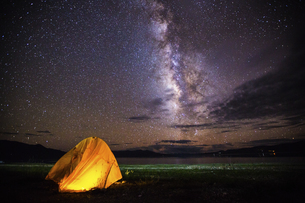 Starry night at the Ngari Prefecture, Tibet, Chinaの写真素材 [FYI02351886]