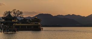 Setting sun,Chinaの写真素材 [FYI02351897]
