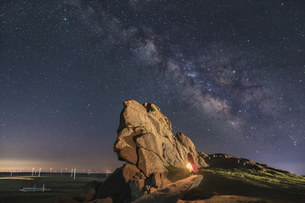 Starry night at Ulanqab,Ulan Chab,Inner Mongolia, Chinaの写真素材 [FYI02351941]