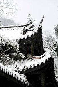 Snowscape of Mount Emei,Sichuan, Chinaの写真素材 [FYI02351974]