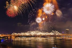 Taiwan,2012 Taipei,Dadaocheng Fireworks Festival,Tanabata Fireworksの写真素材 [FYI02352073]