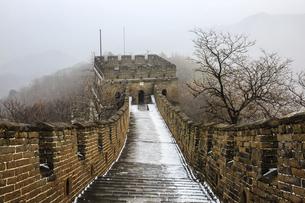 The Mutianyu Great Wall,Beijing, Chinaの写真素材 [FYI02352491]