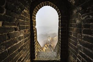 The Mutianyu Great Wall,Beijing, Chinaの写真素材 [FYI02352505]