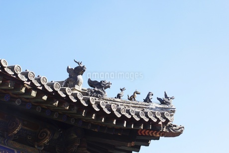 Roof of the temple in Mount Wutai against the sky, Qingliang, Shanxi, Chinaの写真素材 [FYI02352713]