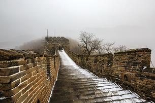 The Mutianyu Great Wall,Beijing, Chinaの写真素材 [FYI02352943]