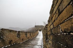 The Mutianyu Great Wall,Beijing, Chinaの写真素材 [FYI02352966]