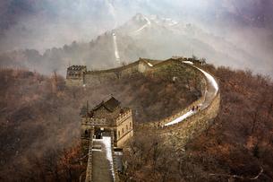 The Mutianyu Great Wall,Beijing, Chinaの写真素材 [FYI02353028]