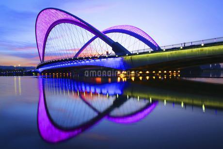 Taiyuan South Central Ring Bridge,Taiyuan,Shanxi,Chinaの写真素材 [FYI02353399]