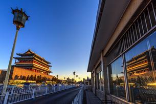 Zhengyang Gate Tower,Beijing, Chinaの写真素材 [FYI02353875]