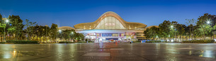 Panorama view of the Wuhan Railway Station, Wuhan, Hubei, Chinaの写真素材 [FYI02353954]