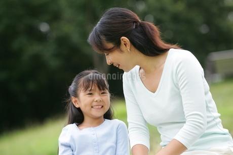 母と娘の写真素材 [FYI02354277]