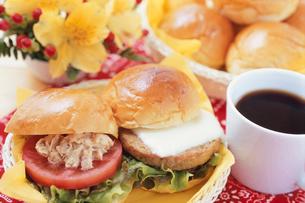 朝食 サンドウィッチの写真素材 [FYI02354689]