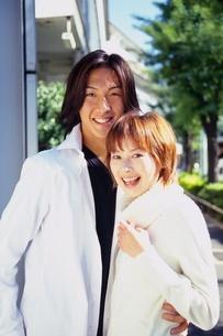 笑顔のカップルの写真素材 [FYI02354875]