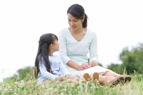 母と娘の写真素材 [FYI02355094]