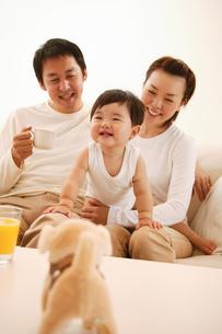 微笑ましい親子の写真素材 [FYI02355104]