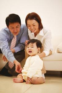 微笑ましい親子の写真素材 [FYI02355124]