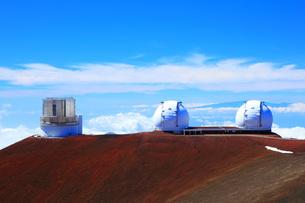 ハワイ島 マウナ・ケア山頂天文台群 すばる望遠鏡とW.M.ケック天文台の写真素材 [FYI02355313]