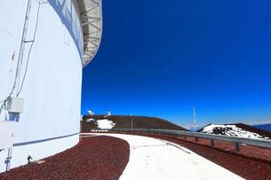 ハワイ島 マウナケア スバル天文台の写真素材 [FYI02355347]