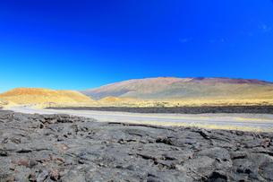 ハワイ島 サドルロードとマウナケア山の写真素材 [FYI02355491]