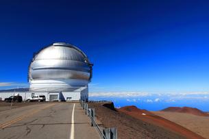 ハワイ島 マウナ・ケア山頂天文台群 ジェミニ天文台の写真素材 [FYI02355504]