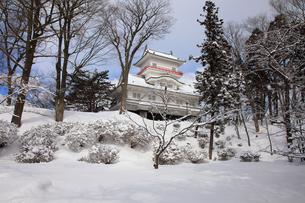 雪の久保田城御隅櫓の写真素材 [FYI02355536]
