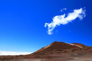 ハワイ島 マウナケア山と雲海の写真素材 [FYI02355540]