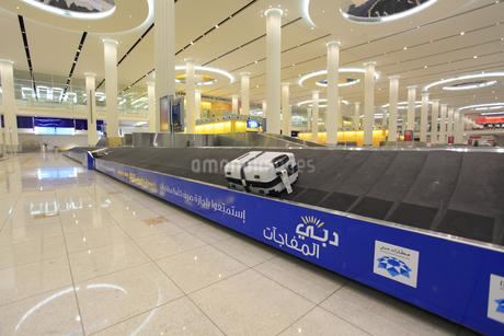 ドバイ国際空港の手荷物カウンターの写真素材 [FYI02355965]