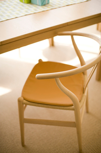 木製の椅子の写真素材 [FYI02356177]