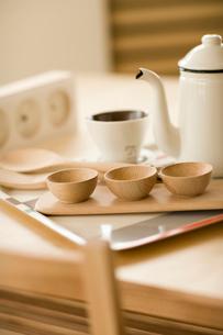 テーブルとティーカップの写真素材 [FYI02356316]