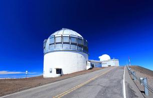ハワイ島 マウナ・ケア山頂天文台群の写真素材 [FYI02356530]
