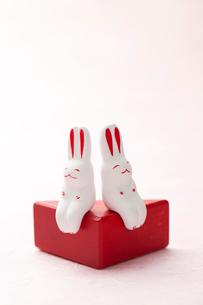 白バックのウサギの小物の写真素材 [FYI02356613]