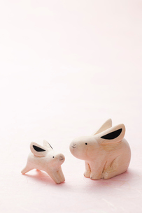 白バックのウサギの小物の写真素材 [FYI02356625]