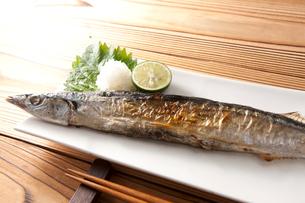 焼き魚 サンマの写真素材 [FYI02356978]