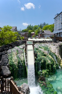 草津温泉の湯畑の写真素材 [FYI02357051]