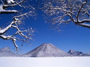 雪の榛名山の写真素材 [FYI02357171]