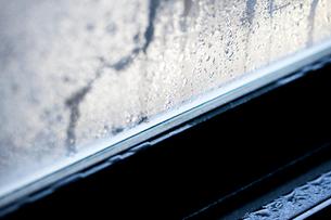 ガラス窓の結露の写真素材 [FYI02357284]