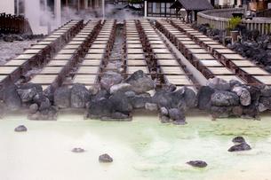 草津温泉の湯畑の写真素材 [FYI02357315]