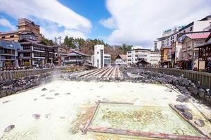 草津温泉の湯畑の写真素材 [FYI02357318]