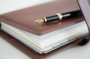 手帳と万年筆の写真素材 [FYI02357506]