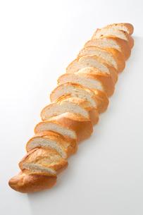 カットしたフランスパンの写真素材 [FYI02357617]