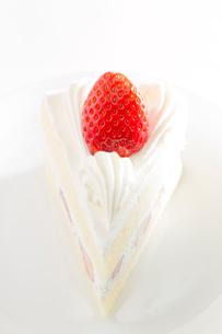 イチゴのショートケーキの写真素材 [FYI02357735]