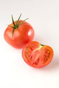 白バックのトマトの写真素材 [FYI02357757]