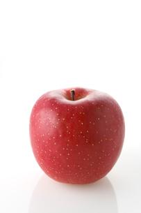 白バックのリンゴの写真素材 [FYI02358242]
