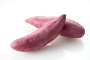 白バックのサツマイモの写真素材 [FYI02358361]