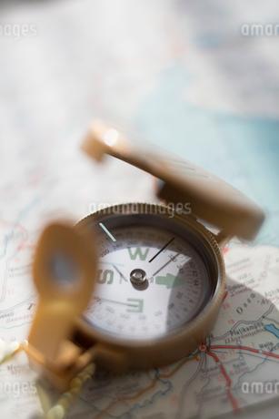 古い地図とコンパスの写真素材 [FYI02358427]