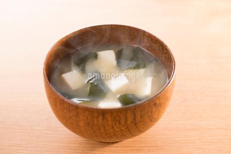 豆腐とわかめのみそ汁の写真素材 [FYI02358589]