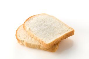 白バックの食パンの写真素材 [FYI02358647]