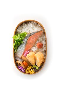 鮭弁当の写真素材 [FYI02358660]