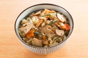 松茸ご飯の写真素材 [FYI02358752]